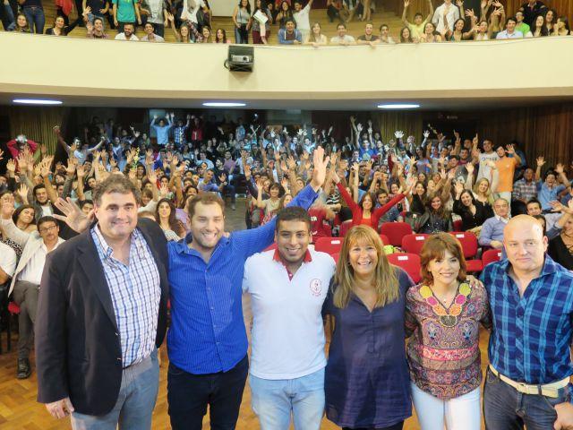 Imagen noticia: Premian a deportistas universitarios