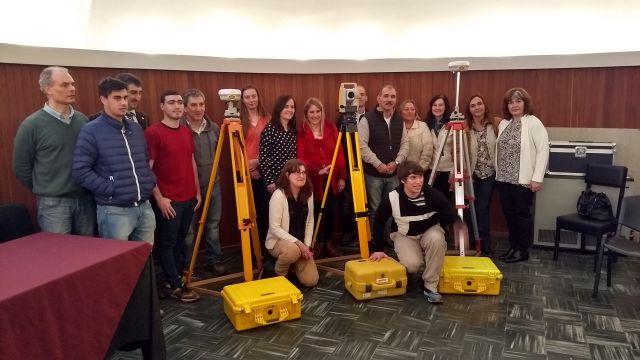 Imagen noticia: Donación del Consejo Profesional de Agrimensura al Departamento de Ingeniería