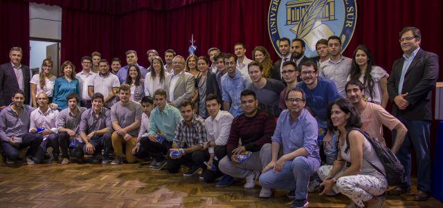 Imagen noticia: Reconocimiento a estudiantes emprendedores e innovadores