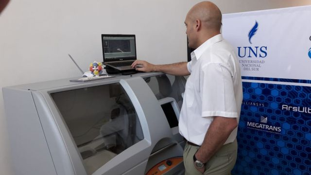 imagen de la noticia: Una impresora 3D, parte del equipamiento que TEAC pone a disposición de las empresas y organismos que requieren sus servicios.