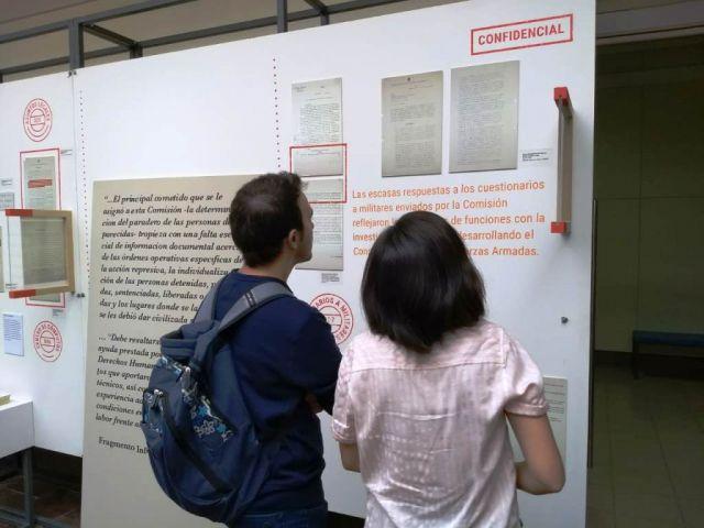 imagen de la noticia: En su visita, la muestra transitará dos fechas significativas: el 24 de marzo y el 3 de abril, Día de los Derechos Humanos de la UNS
