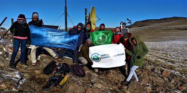 imagen de la noticia: Investigadores del DGyT colocaron la estación meteorológica más alta de la provincia