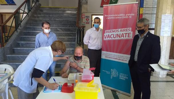 Imagen Noticia: Ya está en marcha el punto de vacunación de Alem 1253