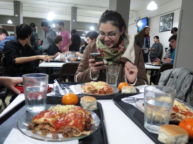imagen de la noticia: Las becas comedor son una de las asistencias que se ofrecen a estudiantes