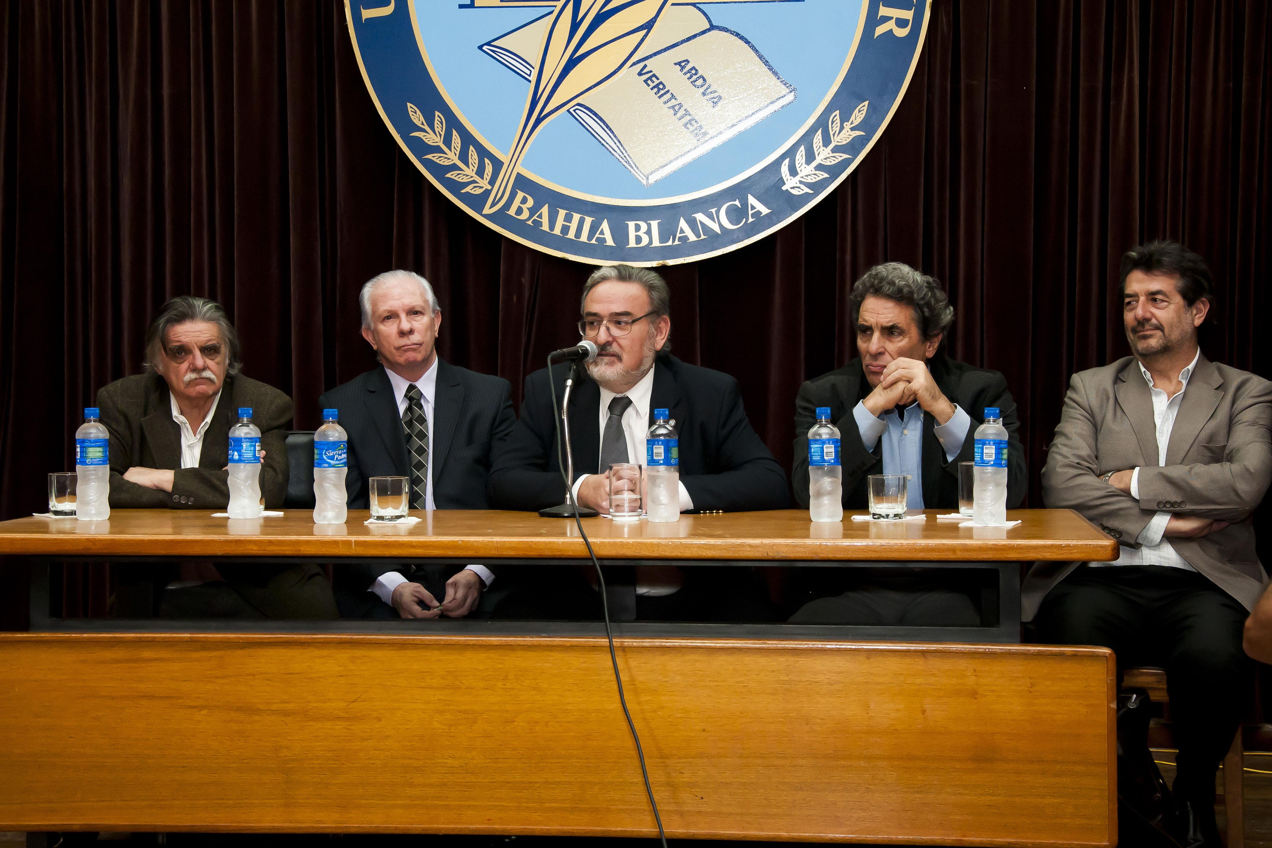 Vista de los disertantes en el acto del Complejo Alem- Horacio González, Hugo Cañón, Guillermo Crapiste, Eduardo Jozami y Fortunato Mallimacci