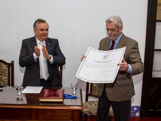 Imagen noticia: Distinción al doctor Daniel Villar como Profesor Extraordinario Consulto