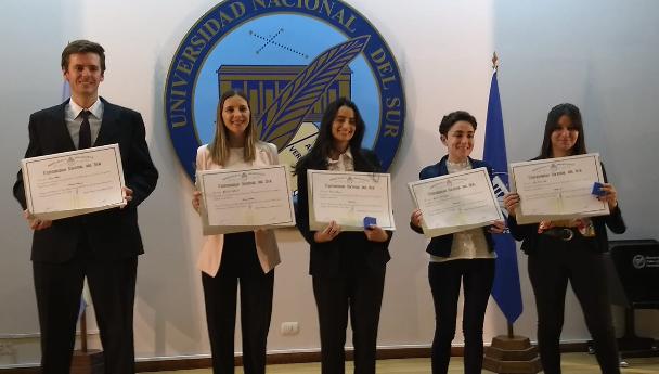 """Imagen Noticia: Una jornada con más de 150 diplomas y la entrega de los premios """"25 de Mayo�"""